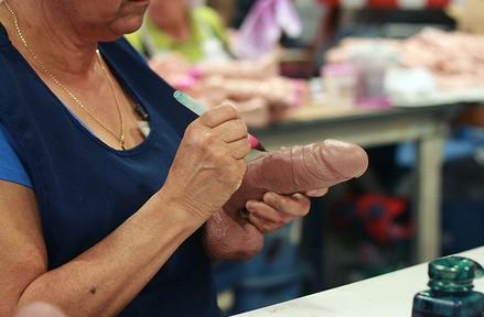 探秘美国最大的性玩具生产车间