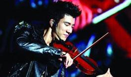 王力宏演唱会钢琴、小提琴、二胡、吉他轮番上演