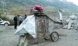 65岁农村老汉自造直升机 计划开飞机放牛羊