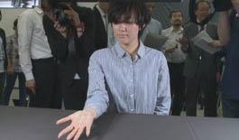 日本研发新产品投影神器 手掌可立即变手机屏幕