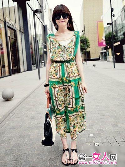 的图案,让这款裙子瞬间灵动起来,很有绚丽多姿的夏日风情感.-