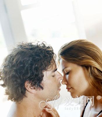 女人 男人/因此女人的面部表情很重要,当你感觉他力度不够的时候,不妨最...