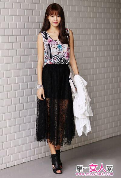 搭配 长裙/彩色图案背心搭配半透视长裙