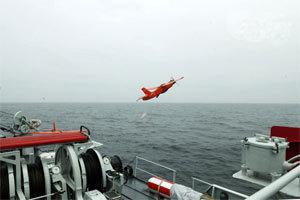 中国无人机舰上起飞画面曝光:练袭击敌舰