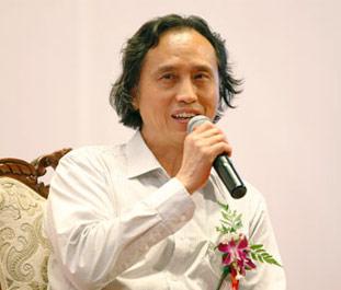 清华大学美术学院教授卢新华