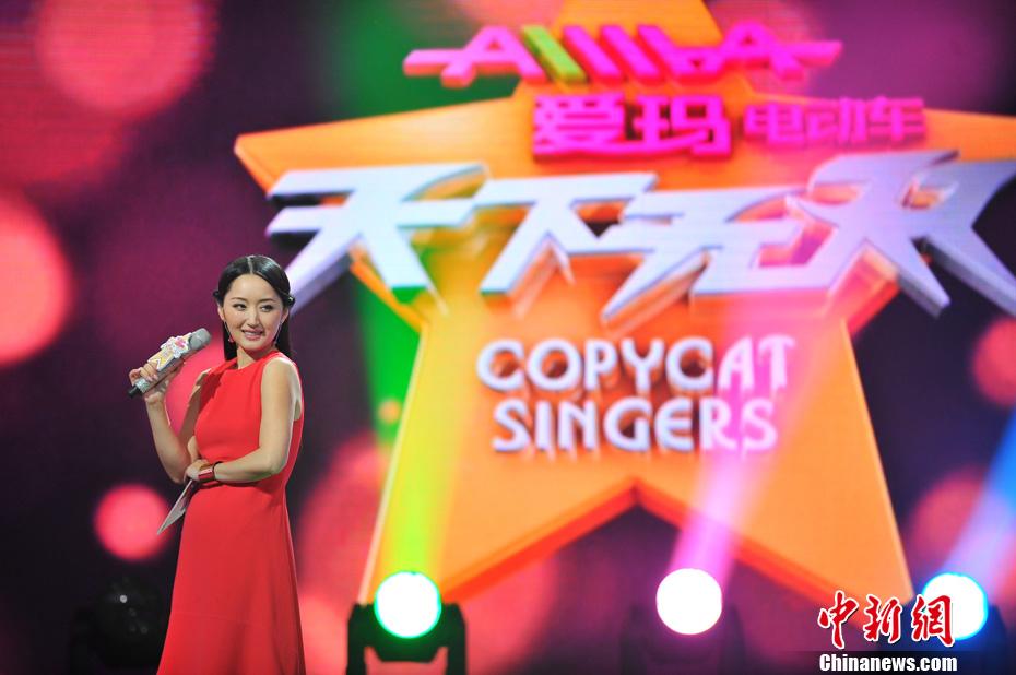 《天下无双》是天津卫视第二季度推出的大型明星互动模仿秀季播项目,引进自英国版权节目《copycat singers》,结合本土化打造了全新的明星模仿秀形式。
