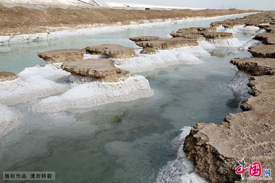 引水渠与结晶的钾盐。