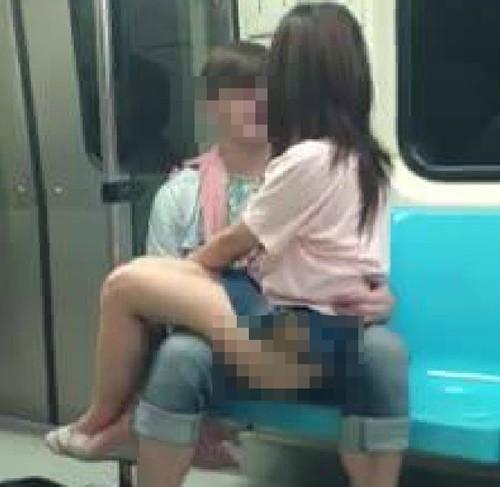 """台北地铁否定""""不雅门"""" 称没有露出臀部"""