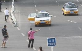 一女子倒车撞死丈夫_国内图片_新闻中心