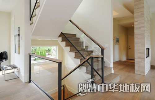 实木复合地板楼梯间装修效果图