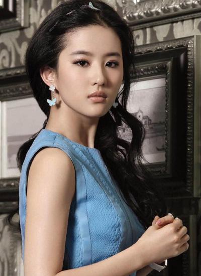 成熟侧边中分卷发 -仙女气质刘亦菲 美轮美奂中分发型大盘点图片