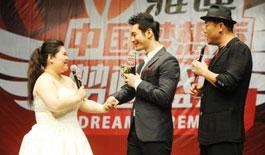 黄晓明遭遇现场求婚 称'对感情认真是道德底线'