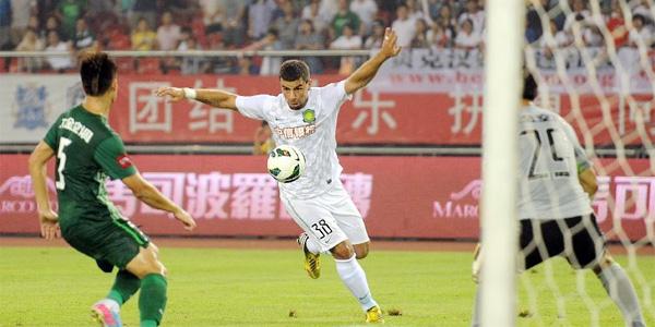 中超13轮杭州2-1国安 小贝现场帅气观战 [组图]
