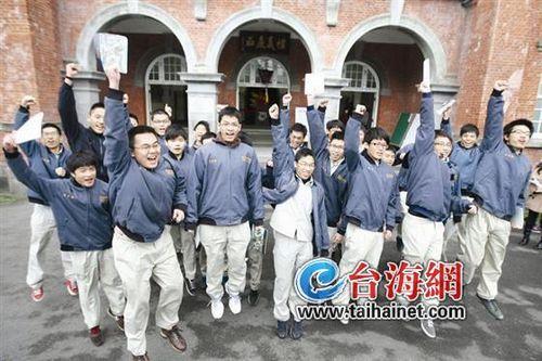 """两岸高考比一比:大陆捧状元 台湾追""""榜首"""""""