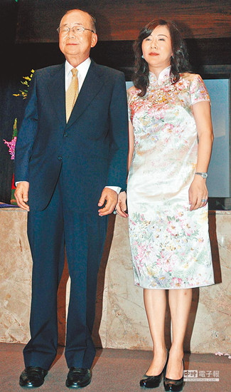 荷塘月色陶笛谱6孔-中新网6月30日电 高龄82岁的台湾当局前行政机构副负责人徐立德,