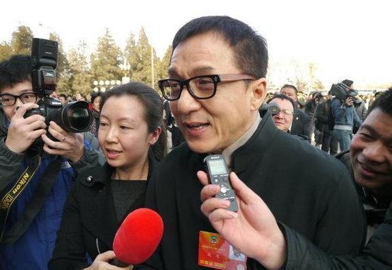 成龙莫言陈凯歌 明星委员 能否成为 委员明星