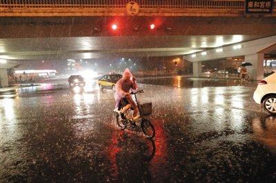 北京昨夜大雨 防汛办发布蓝色汛情预警(组图)