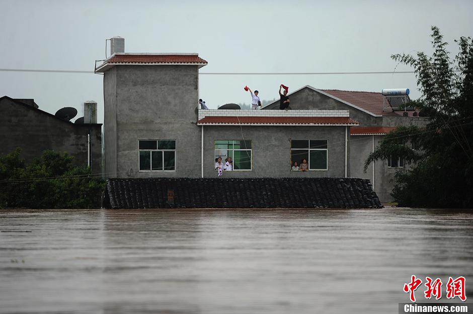 重庆潼南遭55年最强暴雨袭击 村落被淹