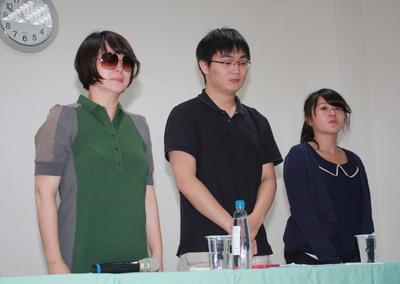 艺术家李国修遗体运回台北遗孀双手合十表感谢