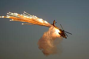 高清:雄鹰展翅 以色列飞行学员举行汇报表演