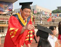 湖南师范大学校长刘湘溶:我期待着你们体面地劳动 有尊严地生活