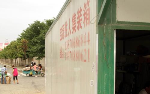 """近日,江西南昌街头出现多个""""住人集装箱"""",这种""""住人集装"""