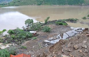 地震灾区雨后滑坡 灾民生活基本保障