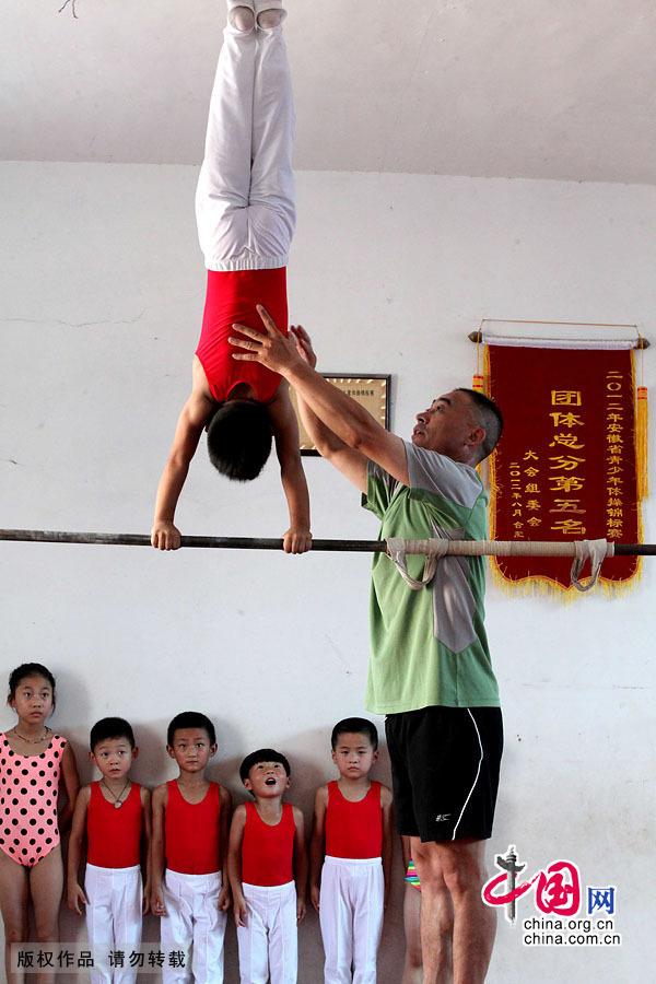 【图片故事】体操儿童苦练三伏 汗水铺就梦想之路 _图片中心_中国网