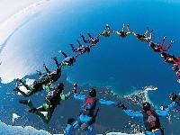 创意高空极限运动:花样跳伞[组图]