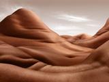 创意摄影师将裸模拍成风景画
