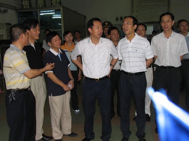 李德金/福建省交通厅厅长李德金,曾佩戴价值五万元的雷达真钻系列腕表...