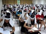 泰国考生戴防作弊帽 网友嘲笑像要奔丧