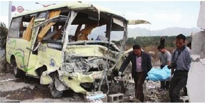中国车祸视频集锦_泰国发生车祸致1名中国游客死亡