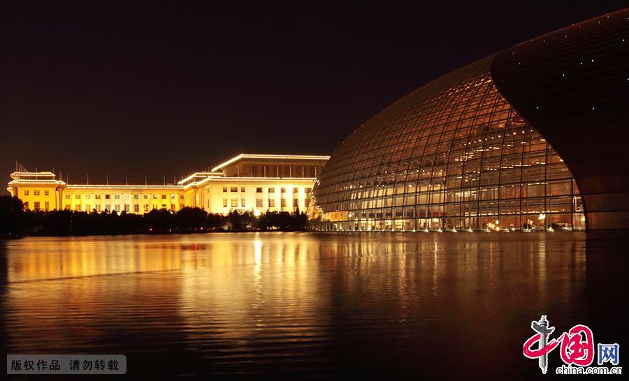 国家大剧院的华丽夜景。 中国网图片库 王琼/摄