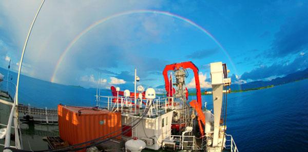 两道彩虹送蛟龙号踏征程 将抵达第三航段作业海区