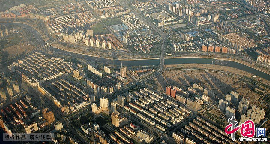 呼和浩特市东南部城区的航拍景象。 中国网图片库 王伟/摄