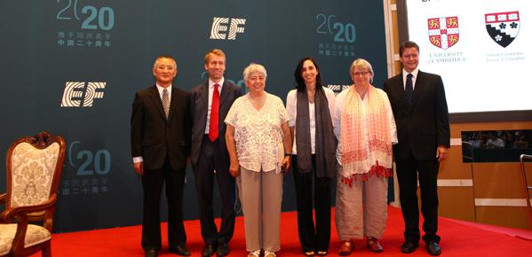EF英孚教育与全球学术研究伙伴代表合影