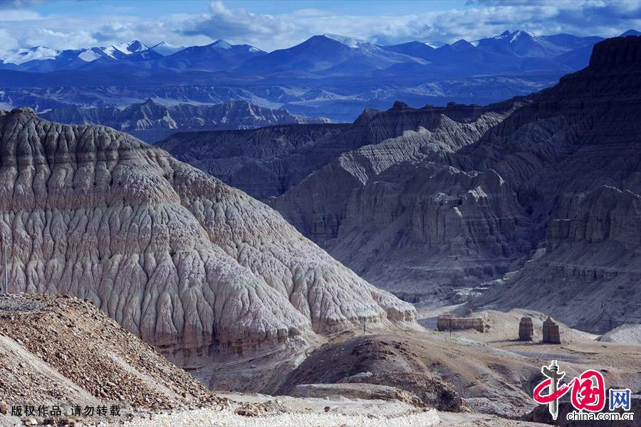 西藏阿里地区扎达县内壮观的扎达土林。中国网图片库 赖鑫琳/摄