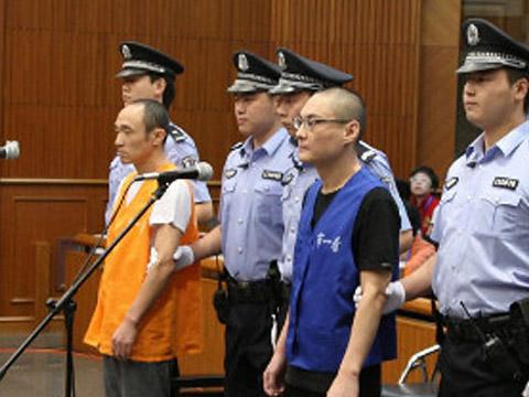 北京大兴摔女童事件_北京摔童案被告翻供:不知道摔的是婴儿车_ 视频中国