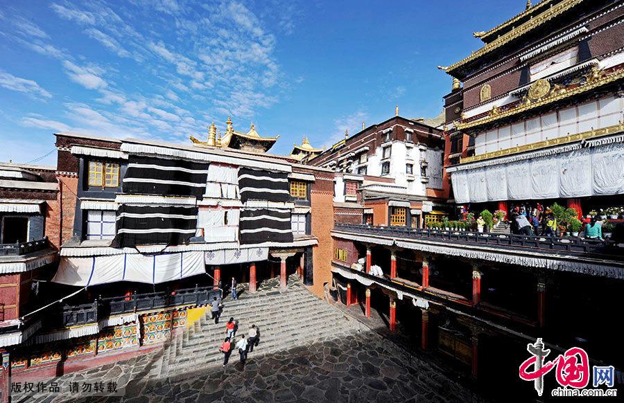 扎什伦布寺内的一座寺庙。中国网图片库 赖鑫琳/摄