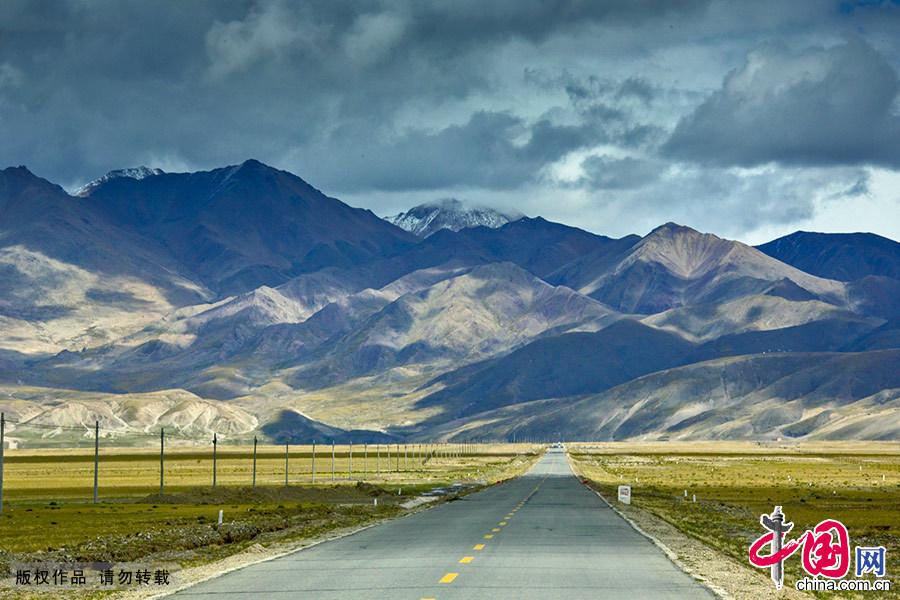 沿道路前行,优美的风光像画卷一样不断展现在眼前。 中国网图片库 晨珠/摄
