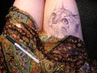 美女大学生大腿上作画蹿红网络[组图]