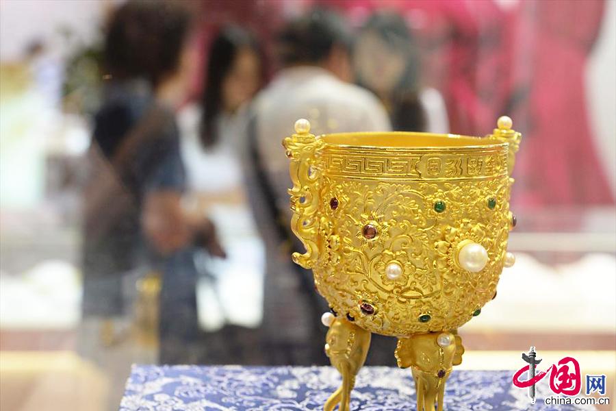 这是在珠宝展上拍摄的一串珍贵的翡翠项链(9月25日摄)。 中国网图片库 赖鑫琳摄影