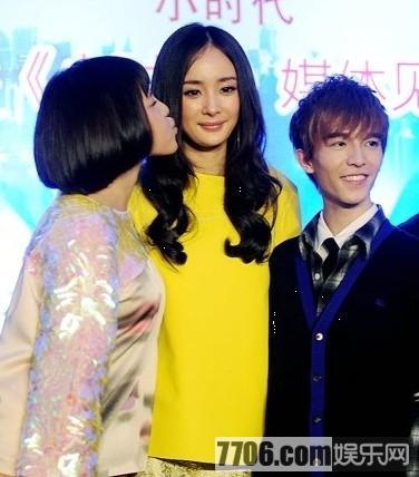 杨幂/林俊杰文章赵薇成龙同性之吻 同性接吻明星盘点