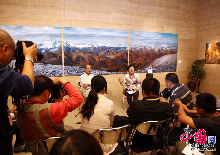 《美滋润心》 —— 余慧文摄影展开幕[组图] - 人在上海    - 中華日报Chinadaily