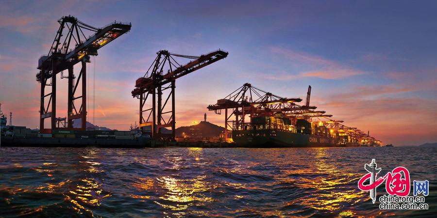 【不夜天】 摄于上海(中国)洋山港