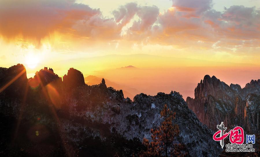 【光明的膜拜】摄于安徽黄山
