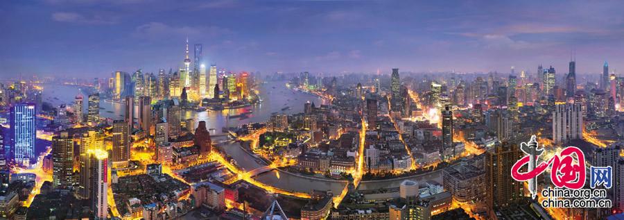 【华灯初上】摄于上海黄浦江畔
