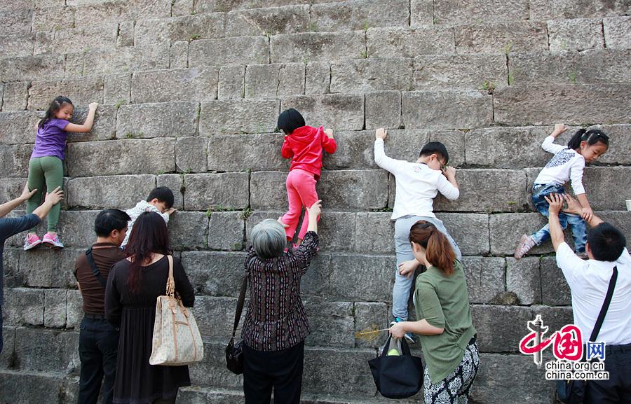 """""""不文明旅游""""成国庆长假不和谐音符[组图] - 人在上海    - 中華日报Chinadaily"""