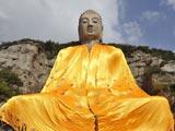 中国第一摩崖石刻蒙山大佛披上800斤巨型僧袍[组图]